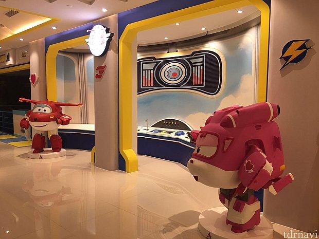 """""""超級飛侠""""と司令室?がお出迎えしてくれました。"""