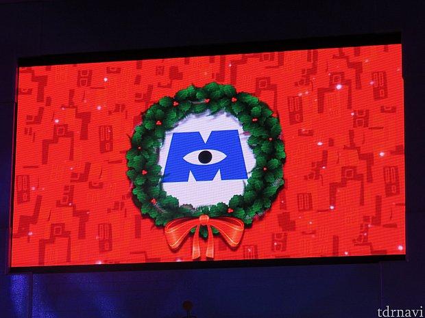 モンスターズインク社のロゴもクリスマス仕様に。