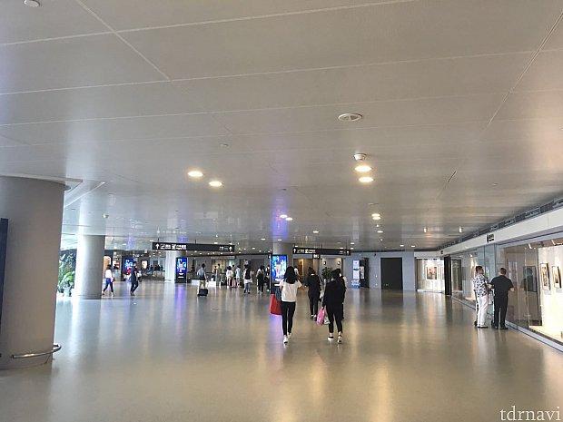 上海虹橋空港T2に到着。