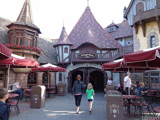 Village Haus Restaurantの入口