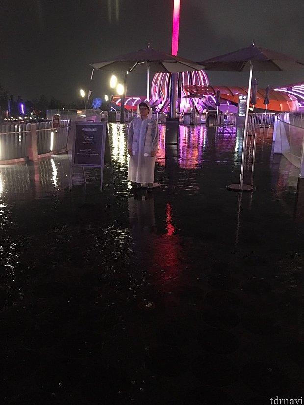 激しい雨でジェット・パックも運行を中止していました☔️