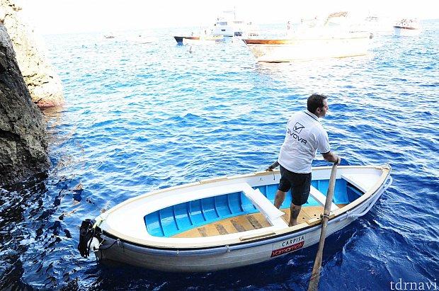 このようなボートに3人で乗り込みました