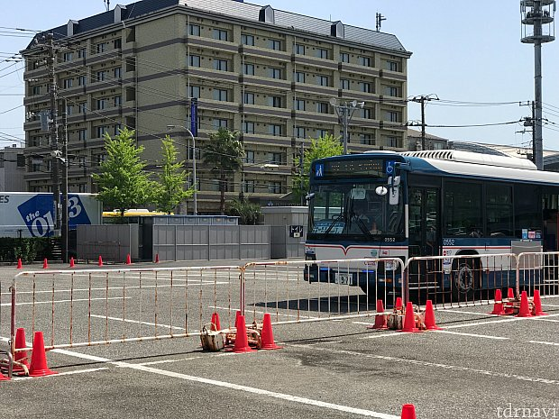 R6内に送迎バス乗り場があります。