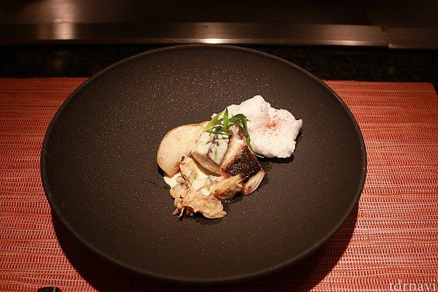 焼き魚、淡雪に見立てているのはメレンゲです