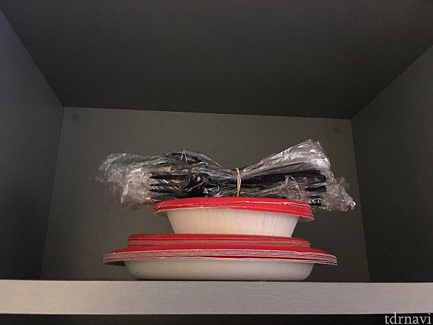紙皿ホークスプーンが棚に入ってます!