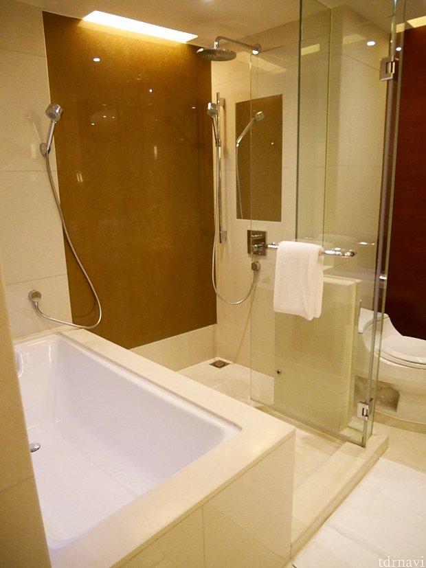 洗面所はかなり広め!シャワーが独立してるのが嬉しい😍