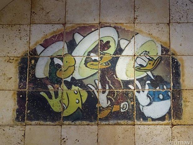 三人の騎士のイラストがあらゆるところに描かれています!三人の騎士が好きな方にはたまらないと思います(私のテンションも上がりました)