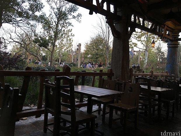 私は16時台に行ったのでかなりノンビリ食べることができました。春か秋ぐらいが一番気持ち良さそうな、そんなレストランでした