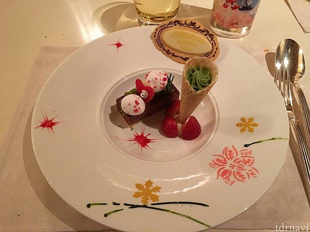 クリスマスコースの方のデザート見た目だけで幸せ❤️味も甘すぎず美味しかったです!