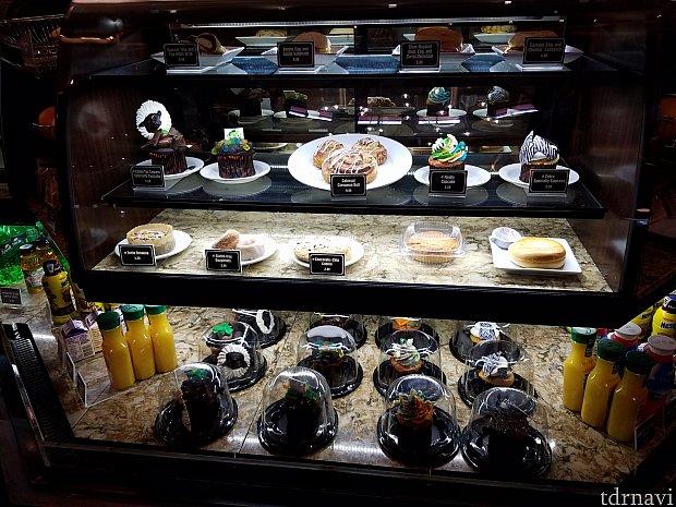 カラフルなカップケーキ達が、買ってみないか?食べてみないか?と誘います(笑)。