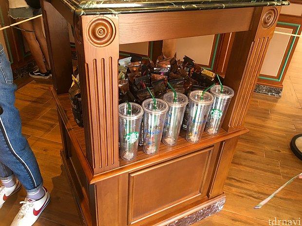 インスタントタイプやコーヒー豆も売っていましたよ