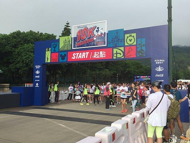 スタート地点です。ランナー達が待ち構えています。