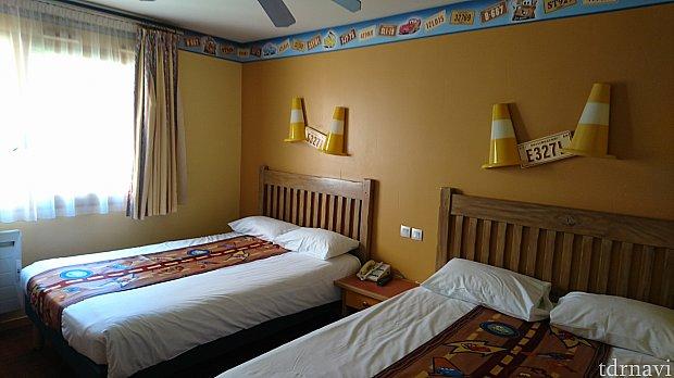 所々、カーズの装飾が施されており、適度にディズニー感がある部屋でした。あと、部屋には金庫がありましたので、貴重品管理も安心でした。