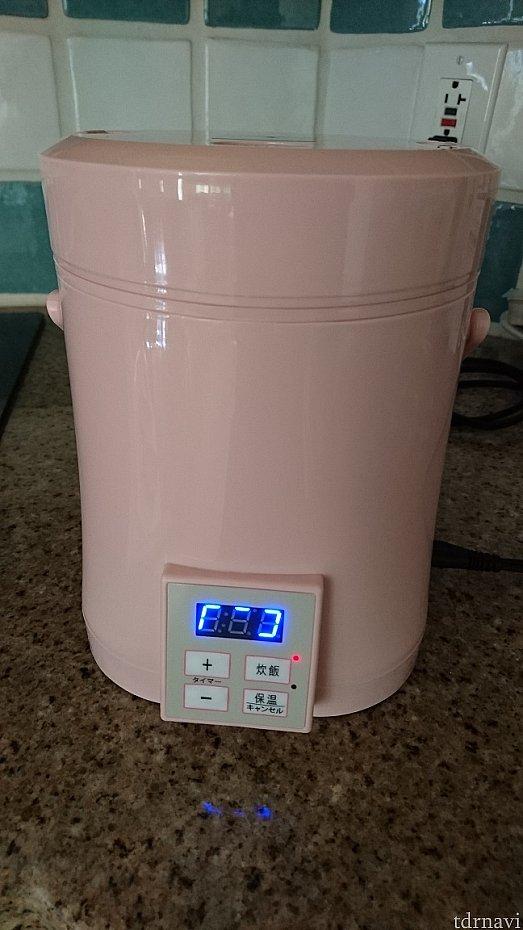 AL COLLE(アルコレ)タイマー付ミニライスクッカー 「ARC-T104」 最初は変圧器をかまして使ったんですが、うまく炊けなかったので直接コンセントを差し込んで使用。うまくいきました。私の持って行った変圧器では、容量が足りていなかったのかも。コメを水に浸して炊飯しないと、硬めに炊き上がります。