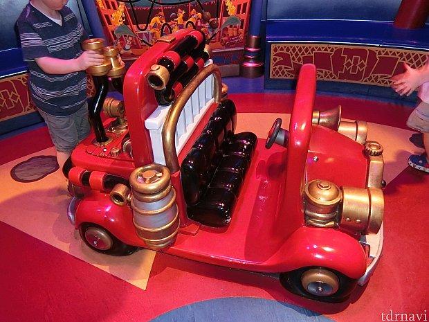 映画でピエロが乗っていた消防車。