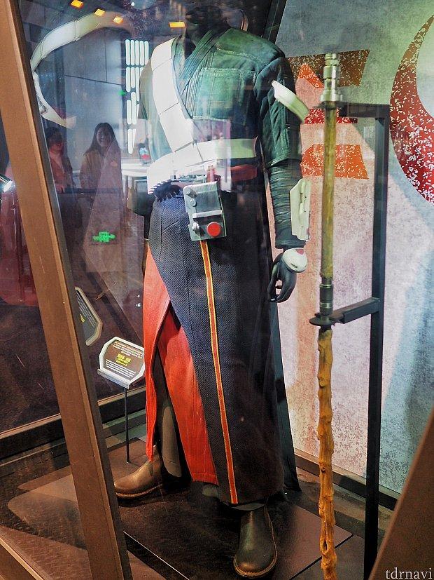 チアルートの衣装と杖。