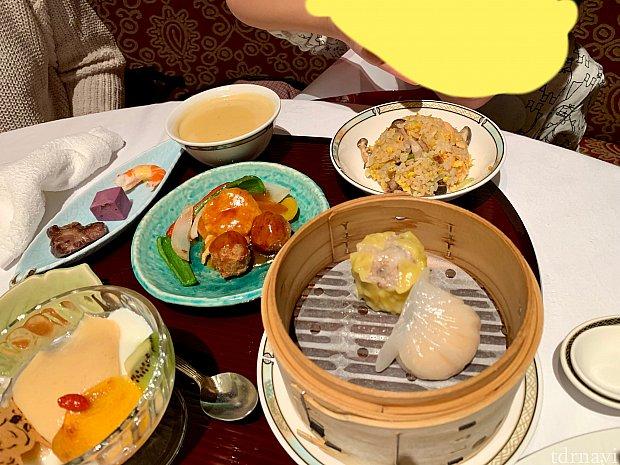 おまけのお子様メニュー。王道な中華でなんだか大人のよりおいしそう笑 エビチリは辛かったらしく出しちゃってました!