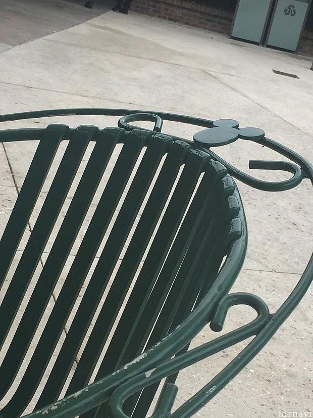 椅子のミッキーにも嬉しくなってしまいます