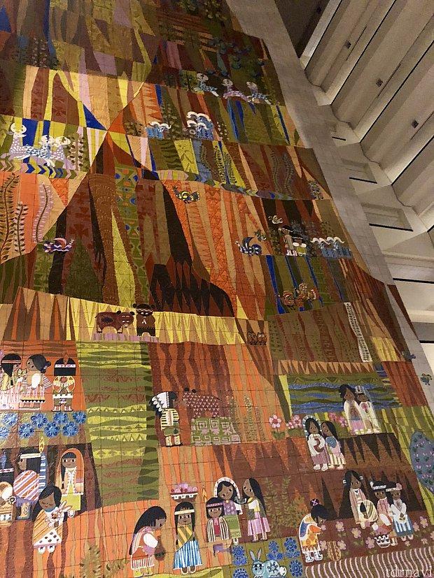 Mary Blairsさんの有名な壁画が観れるのもこのリゾート。