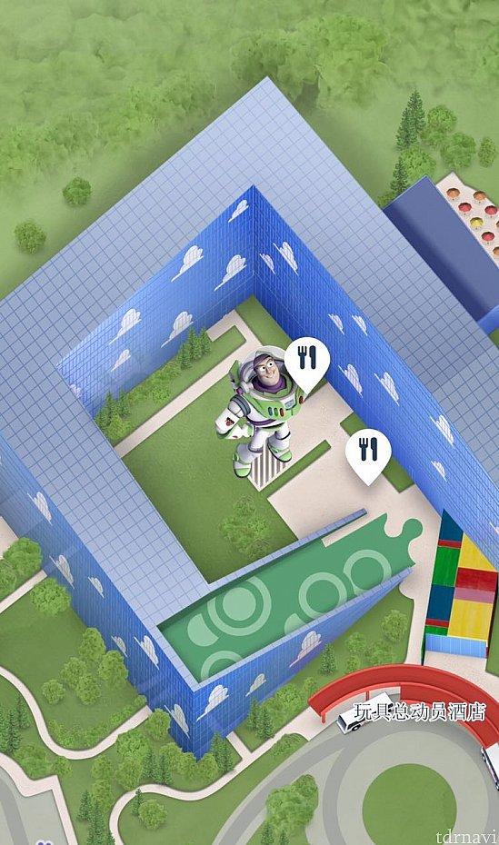 トイストーリーホテルの一階(地下一階?)にあります。中庭のバズの像が目印!