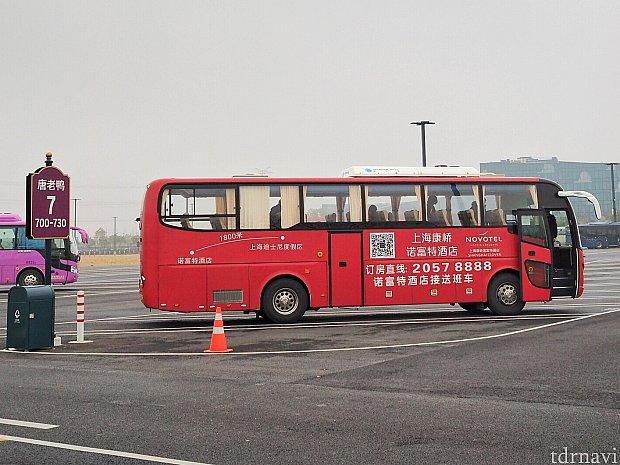 8時に乗った大きめのバス。