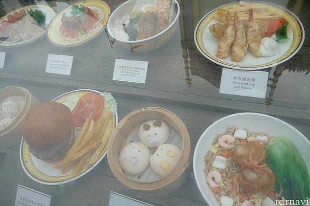 レストラン入り口には食玩があるので見やすい!でも種類が多くて今回も何を食べるか迷っちゃいました!笑