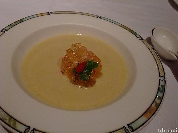 ポン酢のジュレをスープに混ぜて。初めての体験。初めての味。