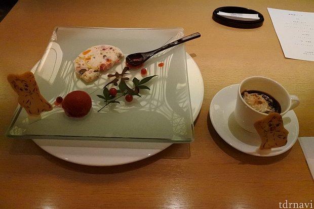 デザート(ヌガーグラッセとラズベリーソルベ)、チョコソース