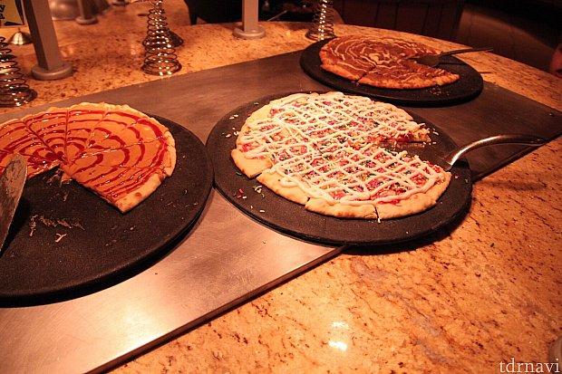 甘いデザートピザ。見た目通りの甘さです。