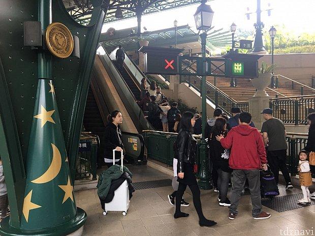 ディズニー駅に到着!カッコイイ👍