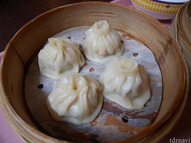 上海小籠包!思ったより皮が厚いかも・・・小籠包特有のスープはなし!36香港ドル