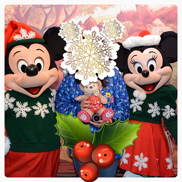 Disney Platinum PassAdmission for a year to all 4 theme parks (No blockout dates)Visit all 4 theme parks onthesamedayIncludesDisney PhotoPass downloads*Up to 20% off on selectdining and merchandise