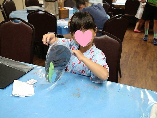 うちの娘も工作セットをもらって制作。