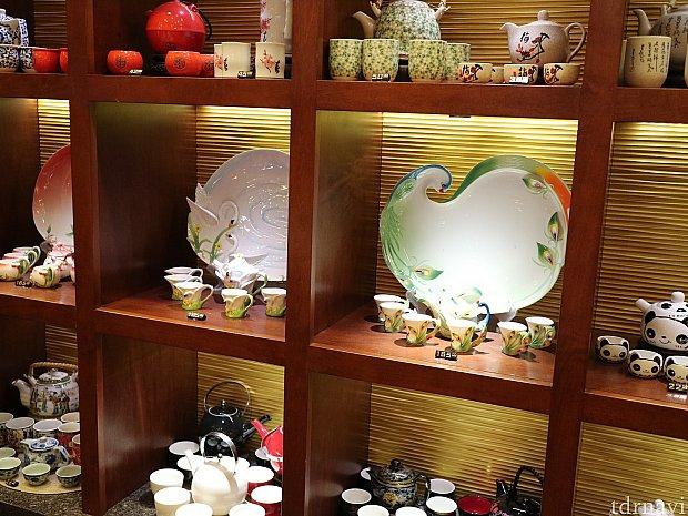 かわいい陶器のお茶セットなんかもあります