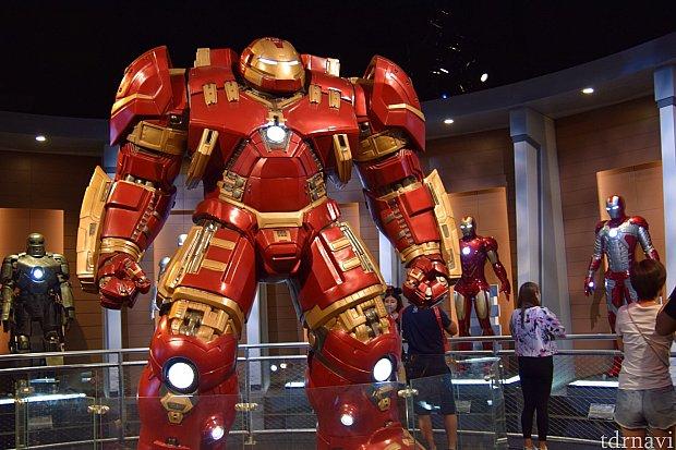 ハルクバスター!対ハルク用スーツなので、本当に大きいです。
