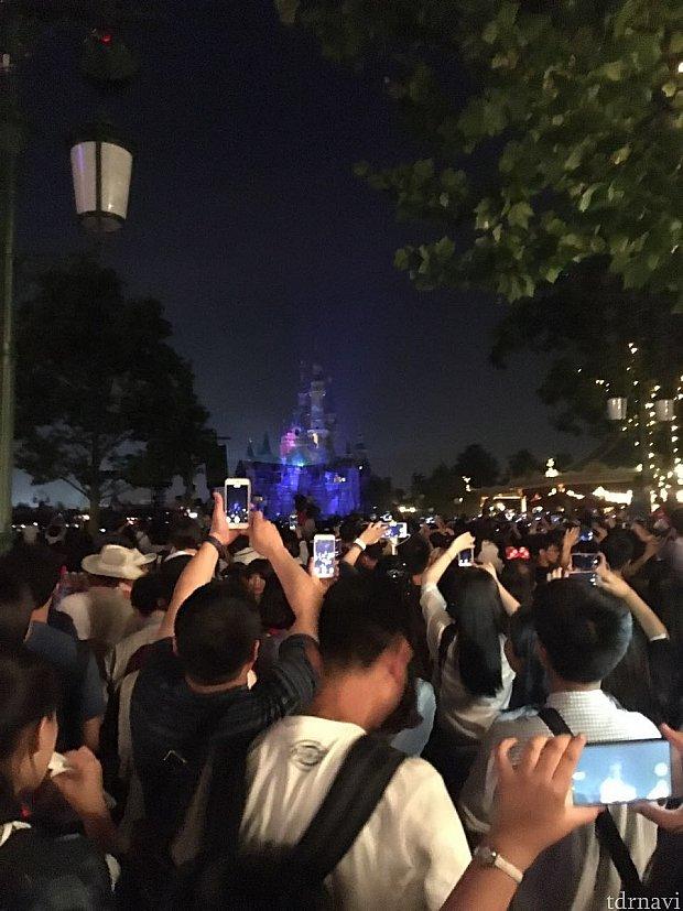 1周年記念イベント➡️1周年記念花火➡️通常のイグナイト、の流れでしたが、花火の終了と共に数百人が猛ダッシュで出口へ向かいます😱これは危険でしたね〜💦