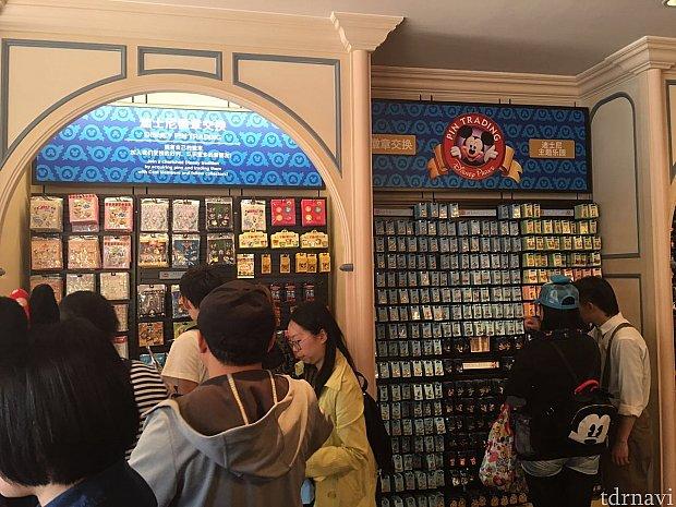イベント限定ピン以外にも一周年記念のピンや通常のピンも販売していました。