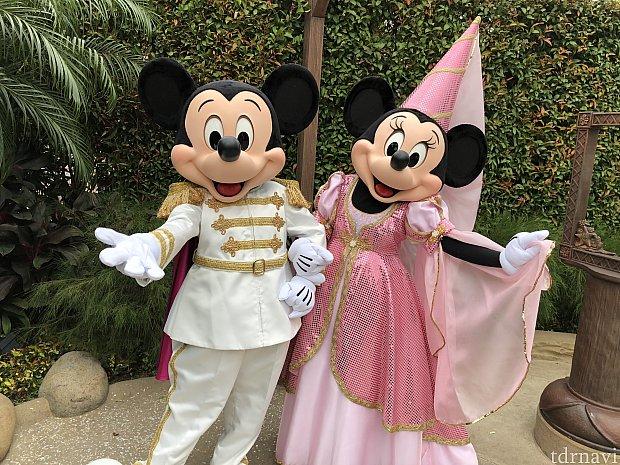 ミッキーとミニーは王子と王妃らしさがでてますねー!
