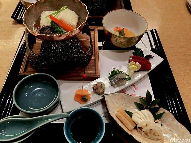二の膳。お造りは、まぐろ、さより、ひらめのネギ和え。揚げ出し豆腐は温める程度にして早めにいただかないと、周りの衣がはがれちゃうので注意です。
