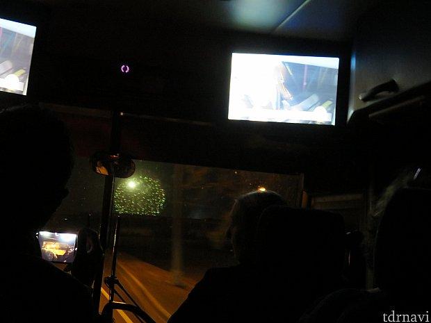 ホテルに行く途中、ハリウッドスタジオの花火が見えました。さらにテンションが上がります!