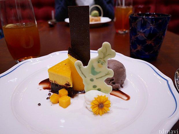 オラフのデザート!単独で食べたら美味しかったのだと思うのですが、大量のポークを食べた後には重く感じました😅