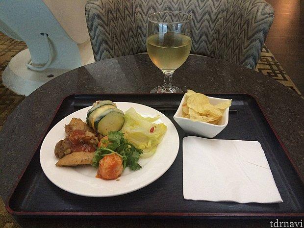 白ワインには野菜が主役の食事をアテにw
