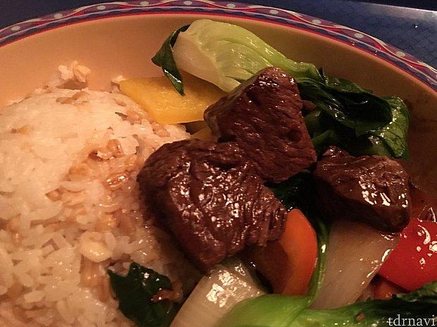 お肉も柔らかくて美味しいです。味は濃いめです!