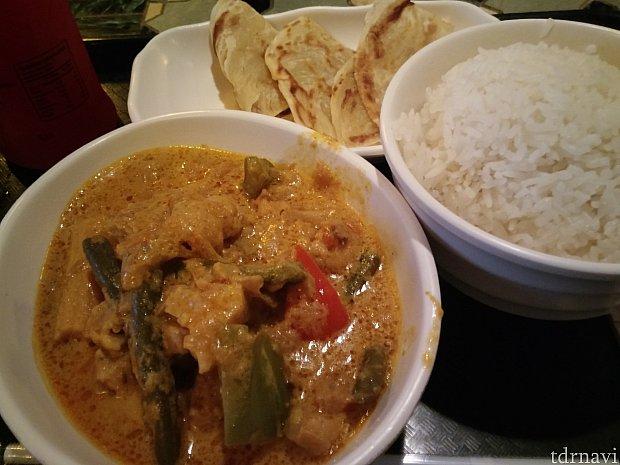 「Javanese vegitable curry」ジャワ風カレーはココナッツミルクが特徴のようです。