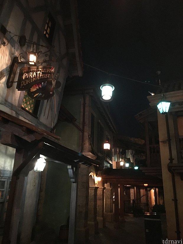 レストラン付近の路地。映画の中に入り込んだよう。
