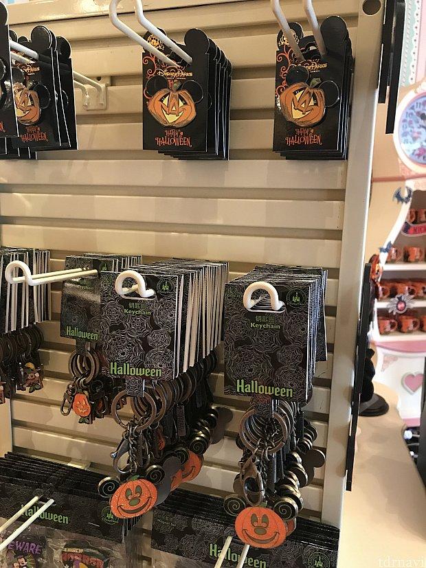 かぼちゃピン 39元、かぼちゃキーホルダー 55元