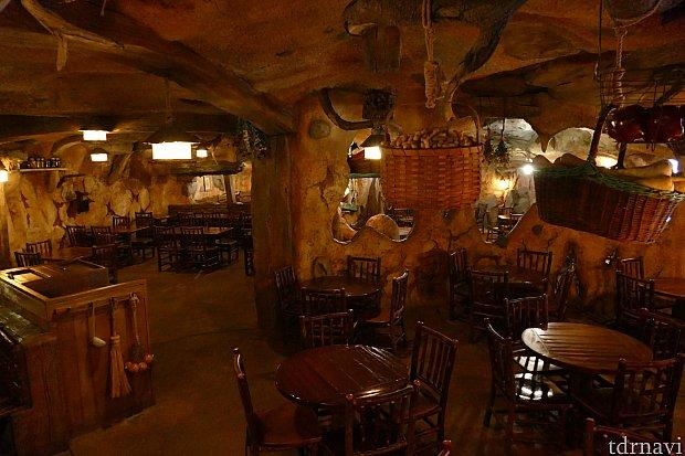 このレストランはビーバー兄弟が料理好きのサラおばあちゃんのために建設したレストランなのです。だから何処かあったかい雰囲気。みんなに愛されるサラおばあちゃんが私も大好き!