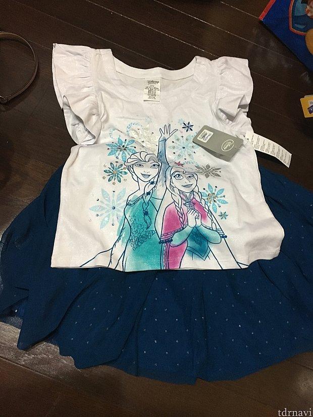 下の青いのはスカートです、こちらも凝っていて、何枚も布が重なっていて、豪華!