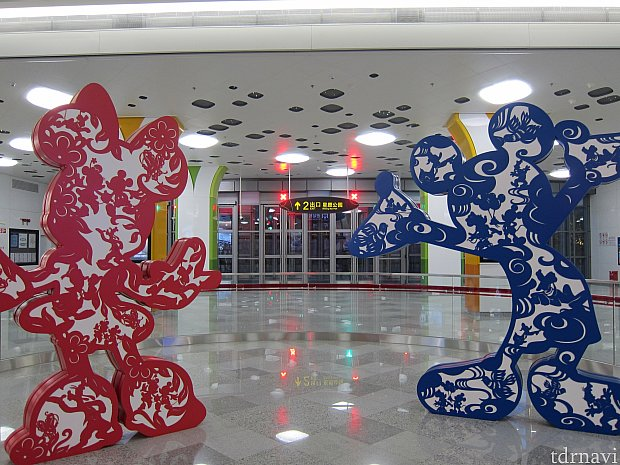 地下鉄迪士尼駅(ディズニー駅)のオブジェ