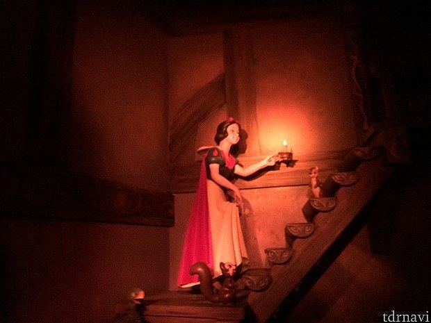 パリ版ではこの白雪姫は冒頭で登場します。